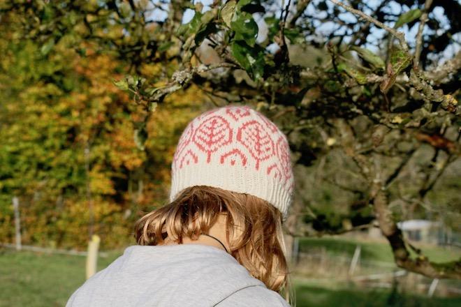 Mütze mit Blattmuster im Fairisle Style zum Nachstricken |