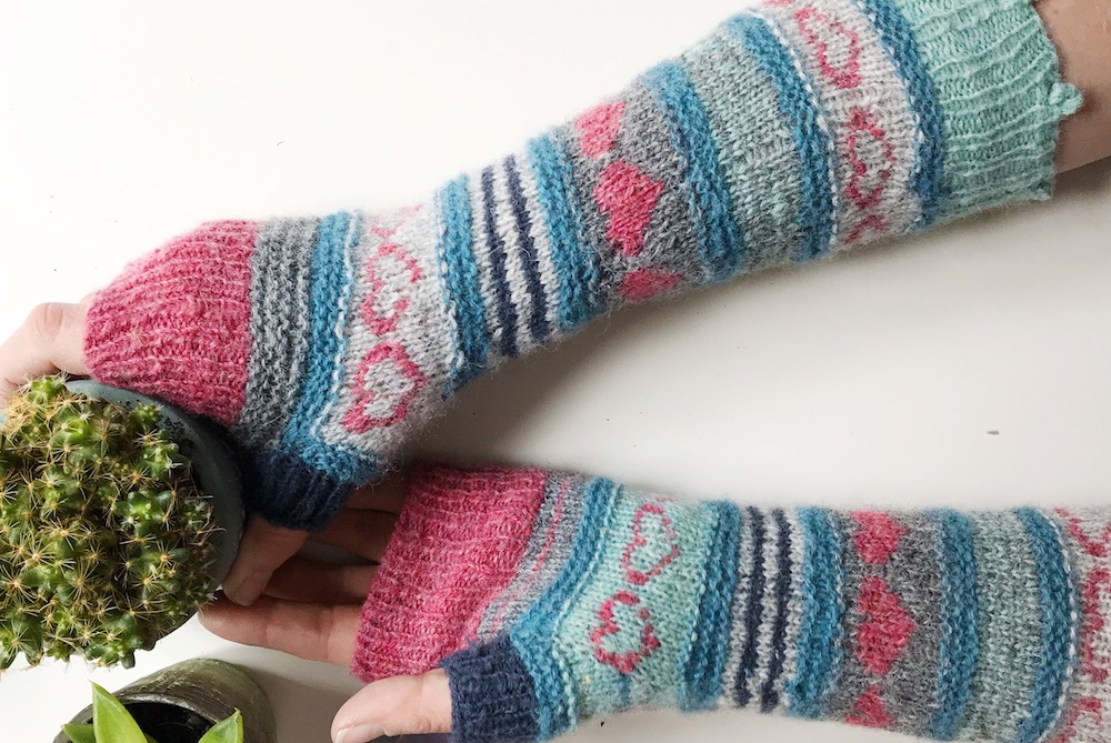 Knitted mitts with hearts