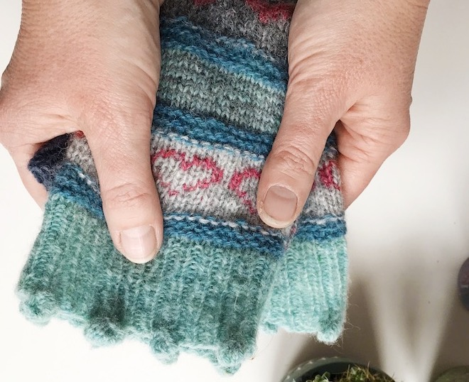 Knitted bobbles at the cuff